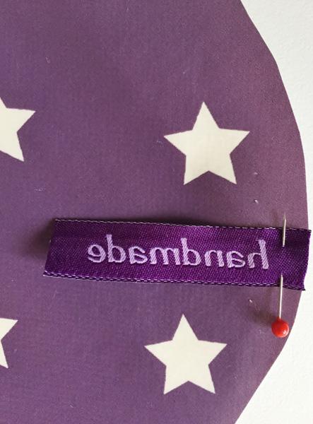 gratis-anleitung-schutzhuelle-fuer-fahrradsattel-naehen-namensband-textiletiketten-Label