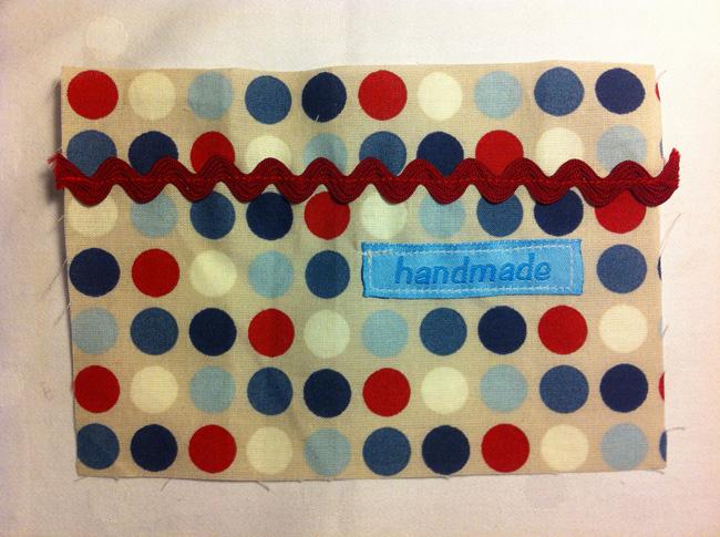 ladetasche-fuer-handy-textiletiketten-namensbaender-schnittmuster-selber-naehen-6