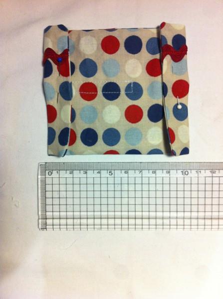 ladetasche-fuer-handy-textiletiketten-namensbaender-schnittmuster-selber-naehen-8