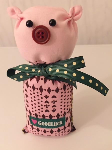 gluecksschweinchen-gluecksschwein-Gluecksbringer-naehen-naehanleitung-gratis-Schleifenband