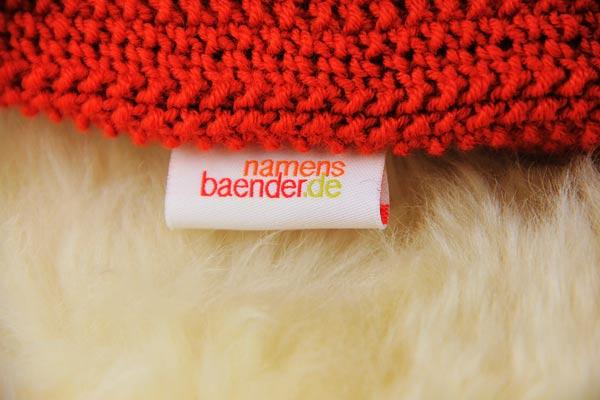 namensetikett-stoffetiketten-mit-logo-mit-zopfmuster-waermflaschenbezug-stricken