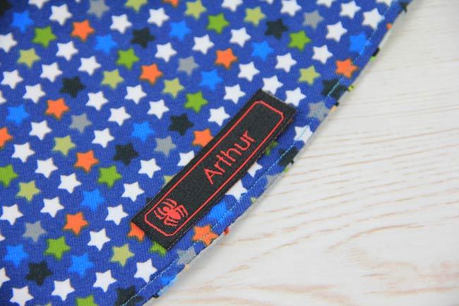 stoffetiketten-kleideretiketten-textiletiketten-wendemuetze-naehen-babymuezte-gratis-namensetikett