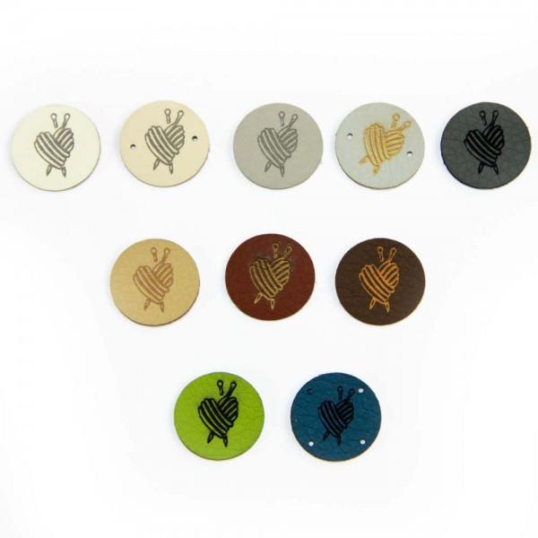 Petite étiquette ronde en cuir synthétique – motif « Cœur tricoté »